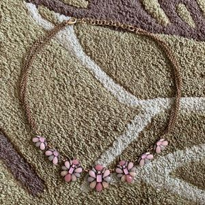 🌸Ann Taylor Floral Necklace 🌸